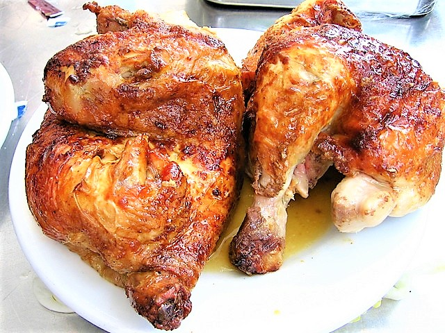 This whole-roasted chicken is perfect for a delicious dinner at home! And so easy, too 😉! Because everyone should have a great roast chicken recipe in their arsenal.